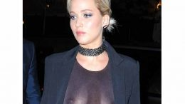 Jennifer Lawrence xxx Enseñando las Tetas -famosas-desnudas-hollywood-xx-porno-fotos-archivo-video-sexo-cogidas-folladas-incesto (1)