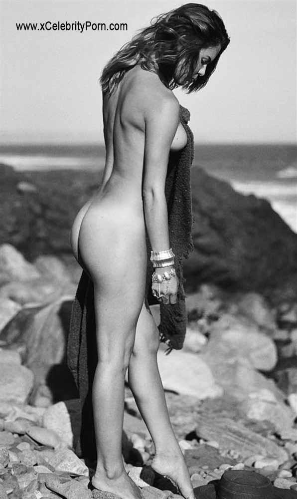 Bella Thorne xxx Fotos Desnuda en la Playa -celebrity-xxx-icelebrityporn-xcelebrityporn-famosas-desnudas-celebridades-videos-porno-fotos-sin-censura-sexo-descuidos (5)