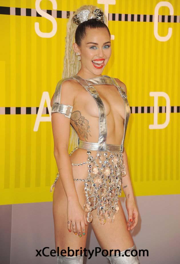 Miley Cyrus posando desnuda xxx - fotos famosas xxx - videos porno famosas - modelos -xxx fotos robadas - celebrity xxx (1)